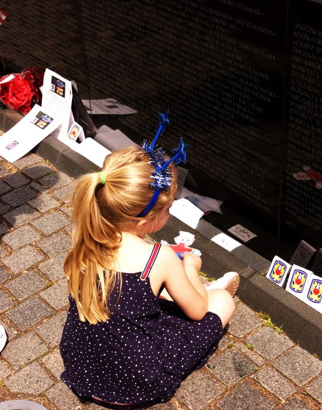 Thế hệ tương lai dưới chân tường