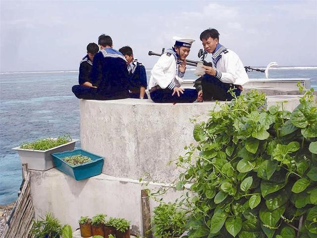 Lính trên đảo nổi. Ảnh: Blog HTT Thuốc
