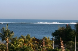 """Sóng """"thần"""" Bali"""
