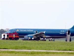 Máy bay bị nổ lốp