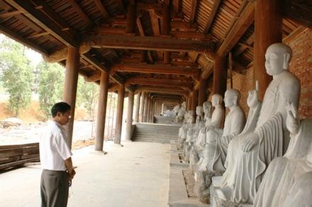 500 tượng đá trong Bái Đính