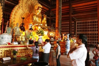 Cửa Phật ở Bái Đính