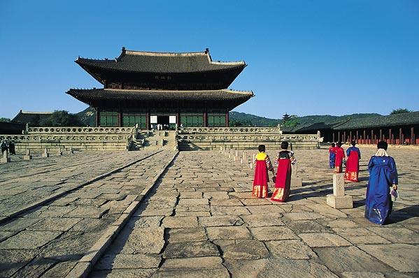 http://hieuminh.files.wordpress.com/2010/06/korea-palace.jpeg