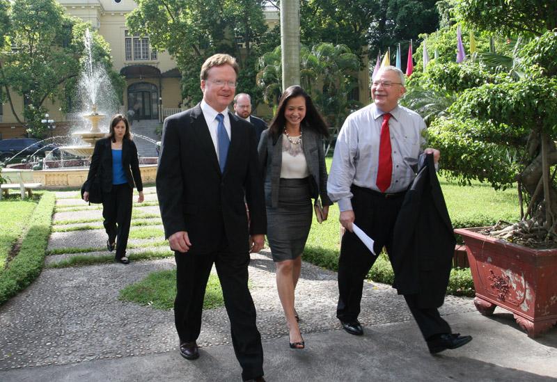Jim Webb và Đại sứ Michalak tại HN