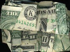 Money talks. Ảnh: internet