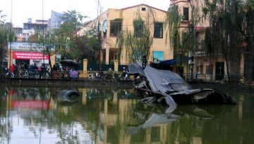 Xác B52 ở làng Ngọc Hà. Ảnh: internet.