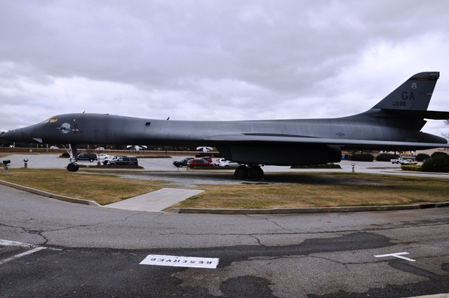 B1 Bomber tàng hình. Ảnh: HM