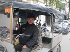 Cựu binh Nguyễn Hồng Quân mưu sinh.