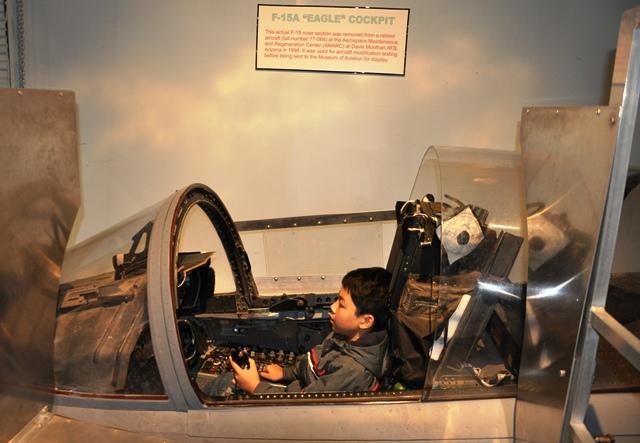F15 Cockpit. Ảnh: HM