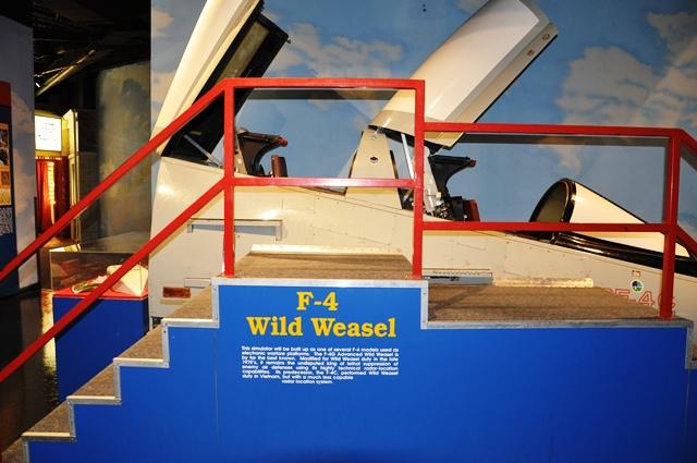 Khoang phi công F4 tìm diệt rada dùng tên lửa Shrike. Ảnh: HM