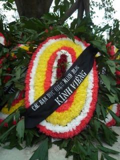 Vòng hoa của HM Blog kính viếng. Ảnh: Xuân Diện Blog