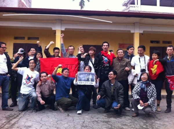 Biểu tình bị bắt ở trại Lộc Hà tiếp tục...biểu tình. TTXVA