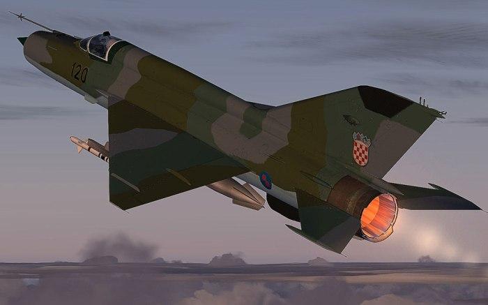 MIG 21 đang cất cánh dùng buồng đốt phụ (afterburner) phía đuôi (đỏ rực). Ảnh: Internet