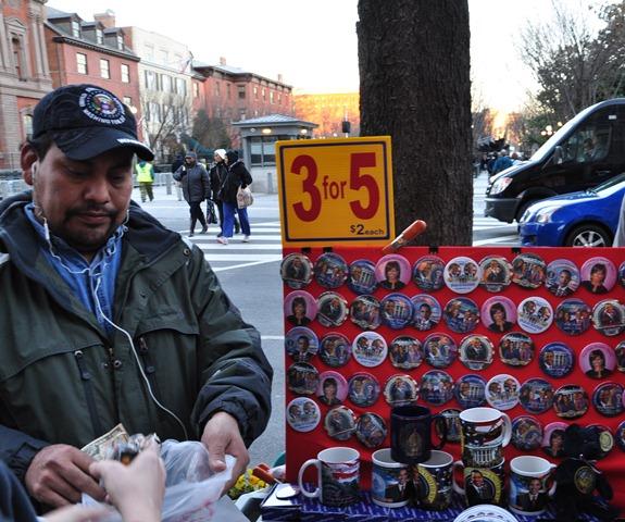 3 đô la mua 5 Obama. Ảnh: HM