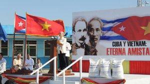 TBT phát biểu bên cạnh gạo cứu đói Cuba