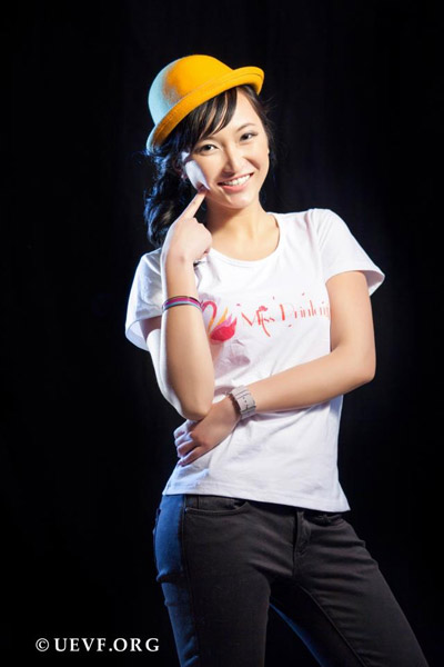 Đào Thùy Anh - con gái mẹ Cao Thúy Quỳnh - IOIT cũ Hà Nội.