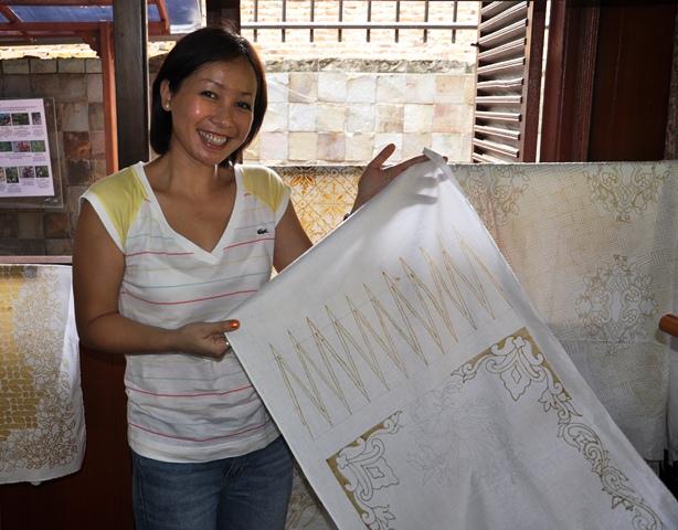 Tác phẩm Batik của hai mẹ con Quỳnh Hương. Ảnh: HM