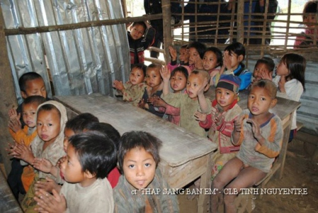 Hãy góp tiền gửi giúp trẻ em miền núi. Ảnh: Tình nguyện trẻ.