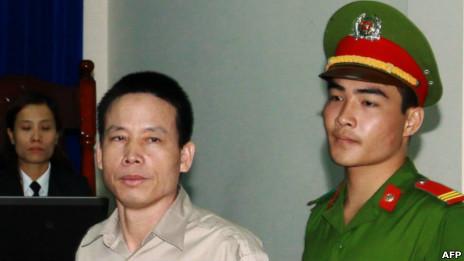 Anh Đoàn Văn Vươn trước tòa. Ảnh: AFP