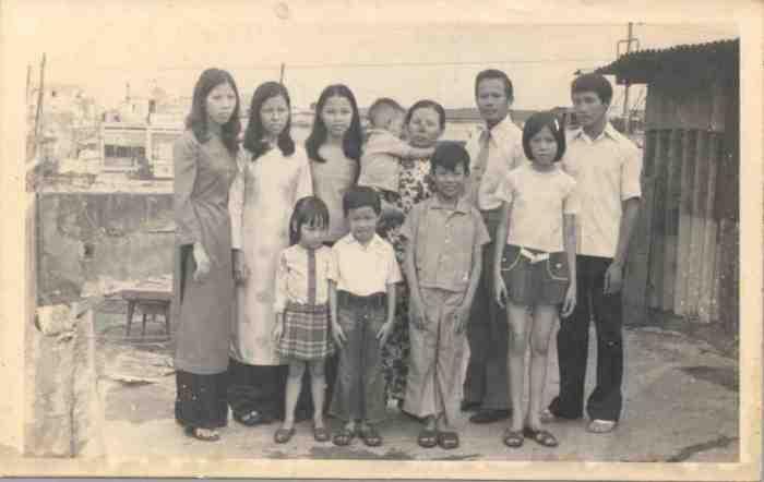 Gia đình Saigonese. Tác giả nhỏ nhất trong ảnh. Nguồn: Gia đình tác giả