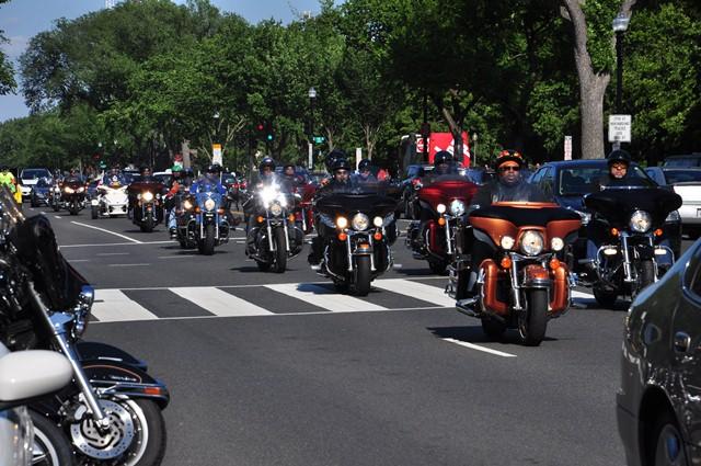 Hàng vạn xe Harley diễu phố. Ảnh: HM