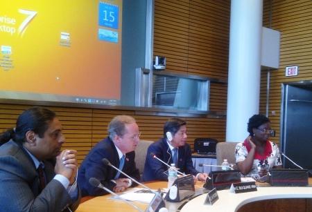 Bộ trưởng Bùi Quang Vinh tại World Bank. Ảnh: HM chụp từ Blackberry