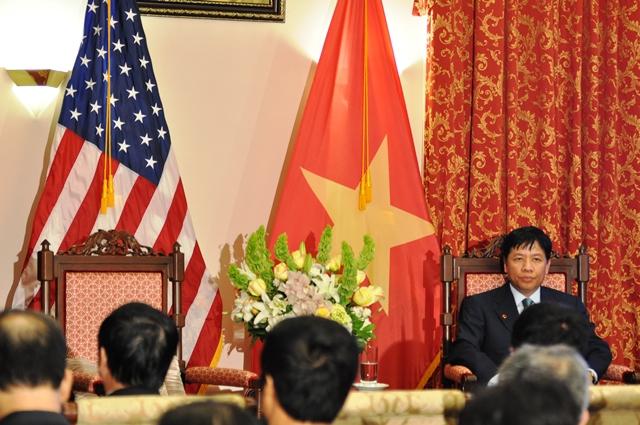 Nét mặt lo âu của Đại sứ Nguyễn Quốc Cường. Ảnh: HM