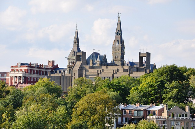 Tháp ngà ĐH Georgetown ở DC. Ảnh: HM