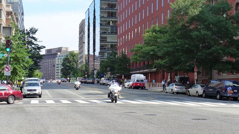 Moto dẫn đường trên phố 17. Ảnh: HM