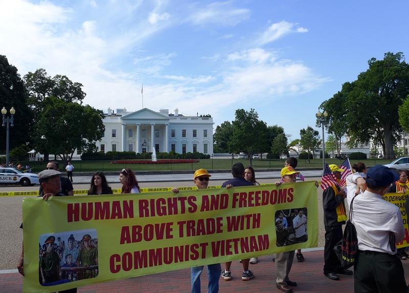 Nhân Quyền và tự do trên Thương mại với Việt Nam