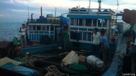 Tầu VN vừa bị Trung Quốc cướp bóc. Ảnh: Lyson.org