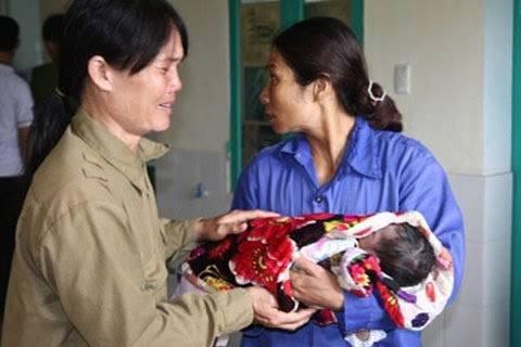 Trẻ tử vong vì tiêm vác xin. Ảnh: Internet