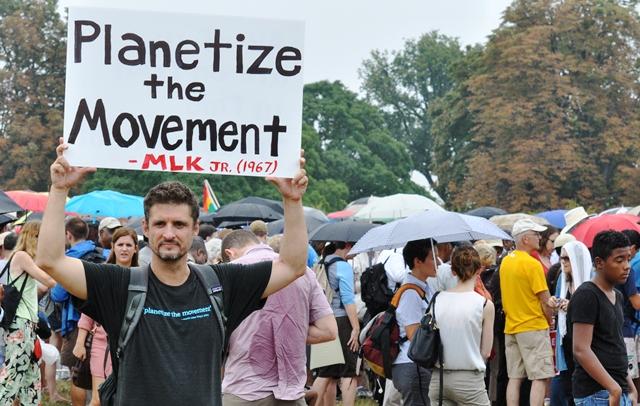 Hãy toàn cầu hóa phong trào MLK. Ảnh: HM