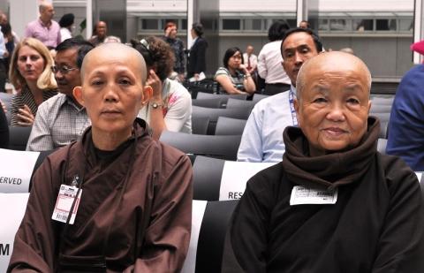 Sư cô Chân Không và Pháp Hựu. Ảnh: HM