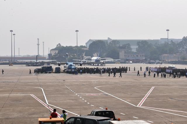 Những phút cuối cùng tiễn đưa tướng Giáp tại Hà Nội. Ảnh: HM