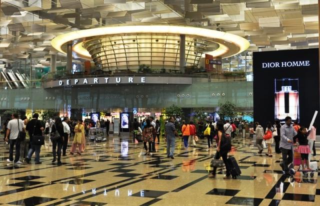 Cửa đi - Terminal 2. Ảnh: HM