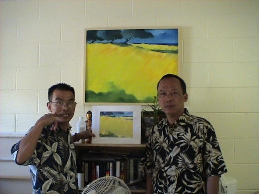 Họa sỹ Tim Nguyễn và tác giả (phải). Ảnh: Tác giả cung cấp