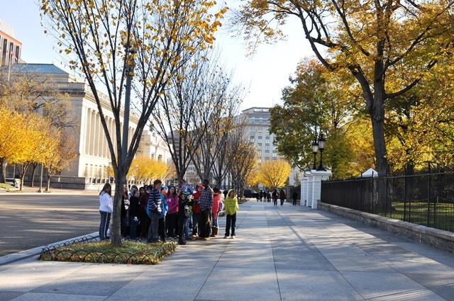 Học sinh tham quan Nhà Trắng. Ảnh: HM