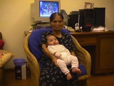 Bà nội bế cu Luck lúc 2 tháng (7-2001) ở Trích Sài. Ảnh: HM