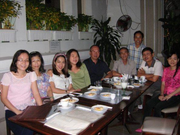 Cua sỹ off line ở Sài Gòn. Ảnh: Uyển Vi Blog.