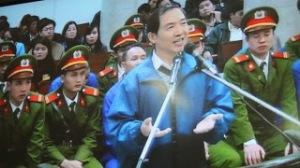 Nụ cười Dương Chí Dũng trước tòa.