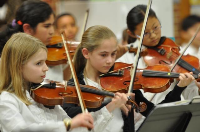 Lớp 4 violon. Ảnh: HM