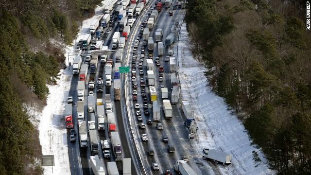 Chết tắc trên đường cao tốc. Ảnh: CNN
