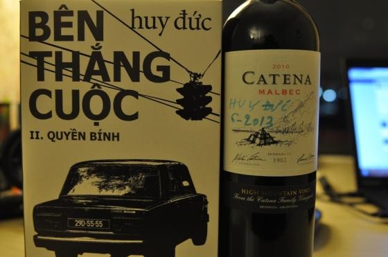 Chai rượu vang của Huy Đức. Ảnh: HM