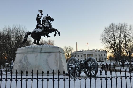 Trước cửa Nhà Trắng. Ảnh: HM