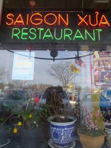 Quán ăn Sài Gòn xưa. Ảnh: HM