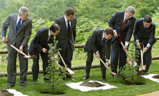 Thượng đỉnh G8 7-2008 tại Tokyo - Comple cà vạt, trông ngứa mắt.