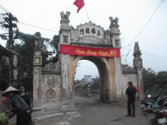 Cổng làng Tả Thanh Oai. Ảnh: Hà Thanh