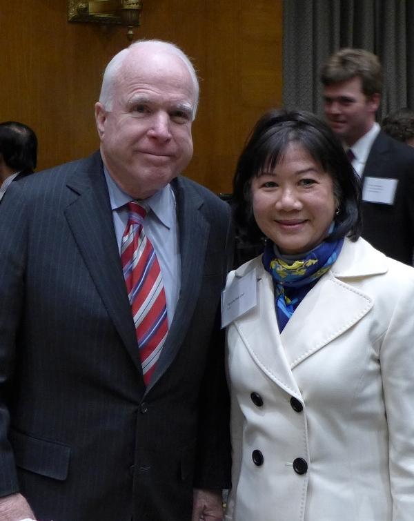 Người hâm mộ John McCain. Ảnh: HM