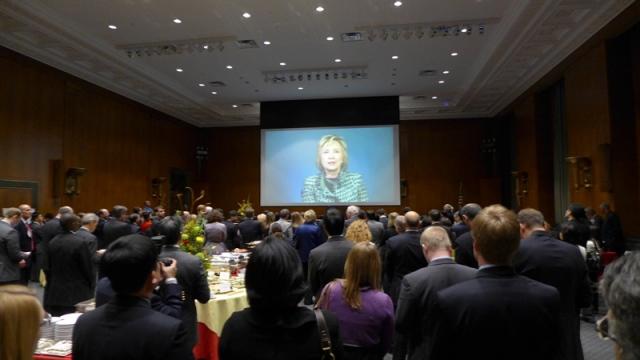 Xem Video Clip của Hillary Clinton. Ảnh: HM